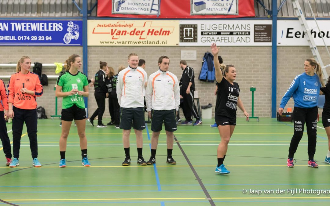 5-tips-for-effective-communication-with-a-communication-system-from-Handball-referee-Koen-Stobbe-line-up