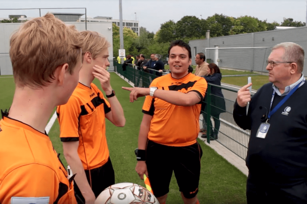 wireless-coaching-communication-system-for-sports