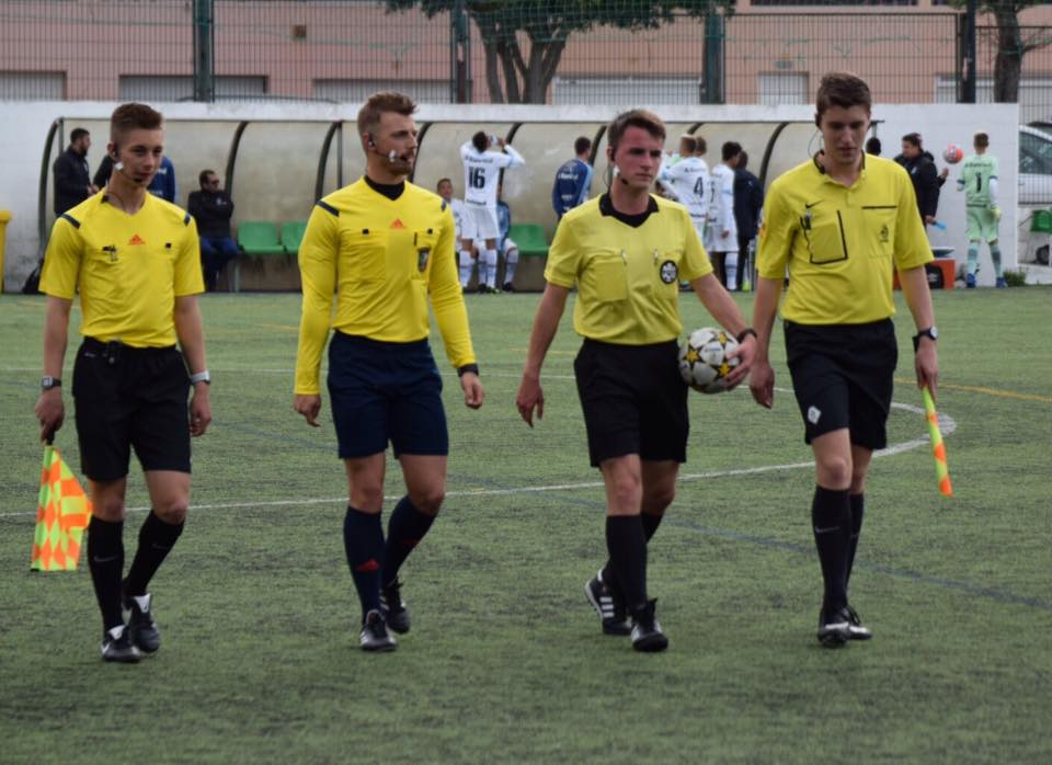 axiwi-referee-academy-voetbal-scheidsrechters-ibercup-cascais-lopend